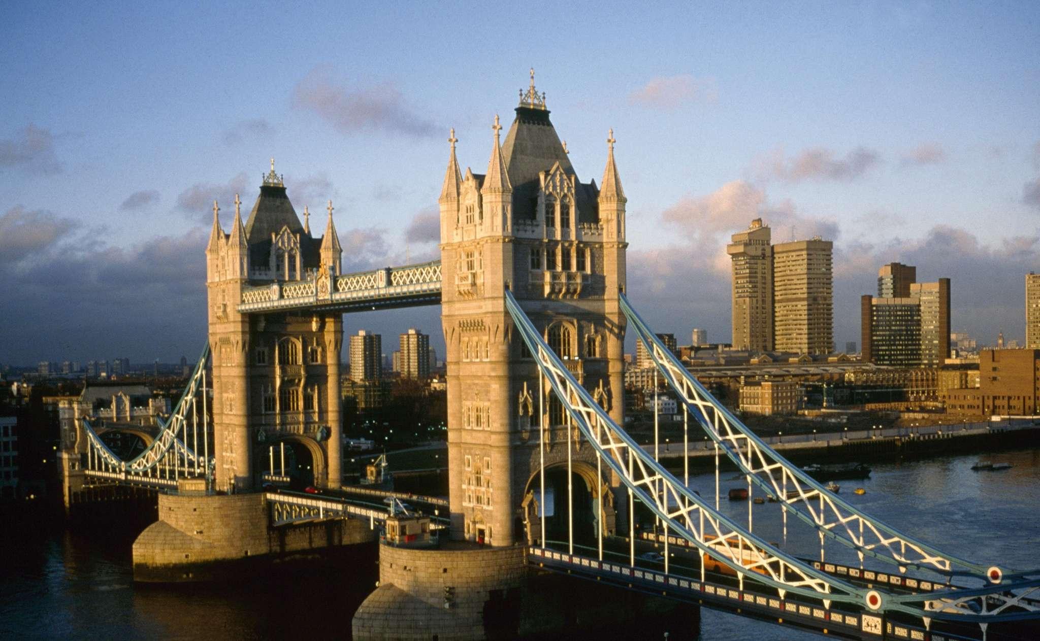 伦敦大桥简笔画